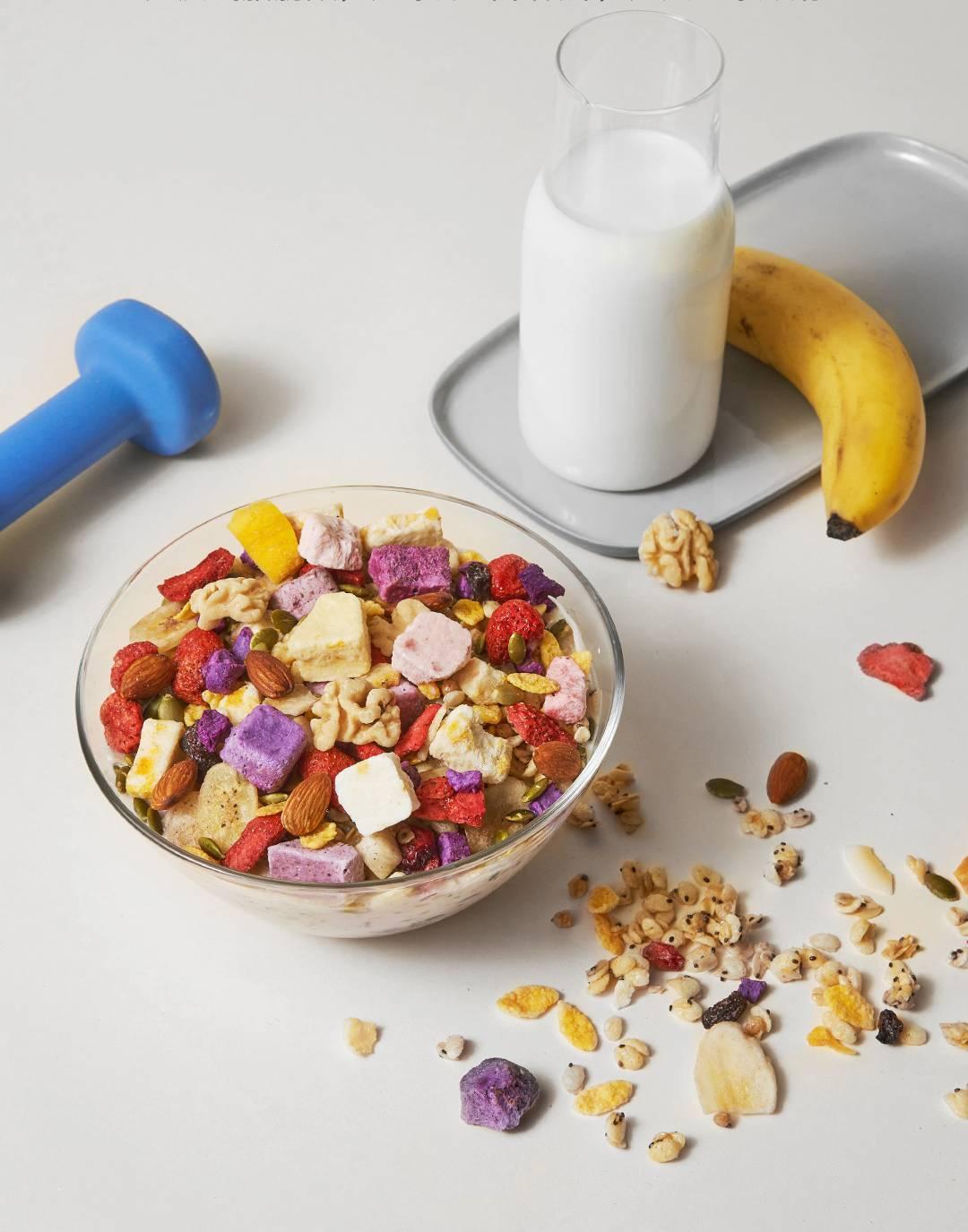 香蕉的热量高_NIO蔚来 - 低热量高营养 | 奇亚籽酸奶块水果麦片上线