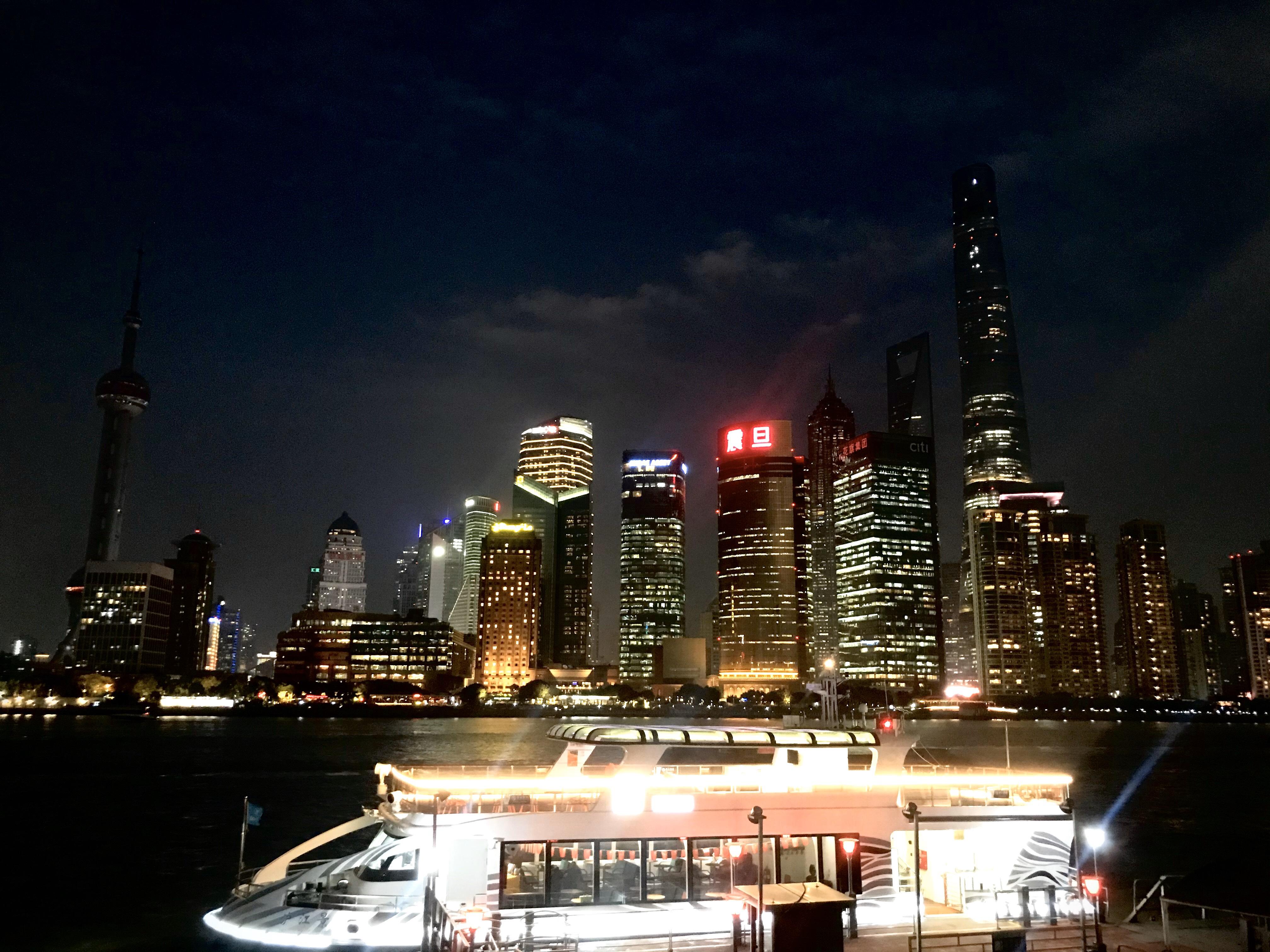 上海繁华的夜景_蔚来ES6怎么样-口碑精选