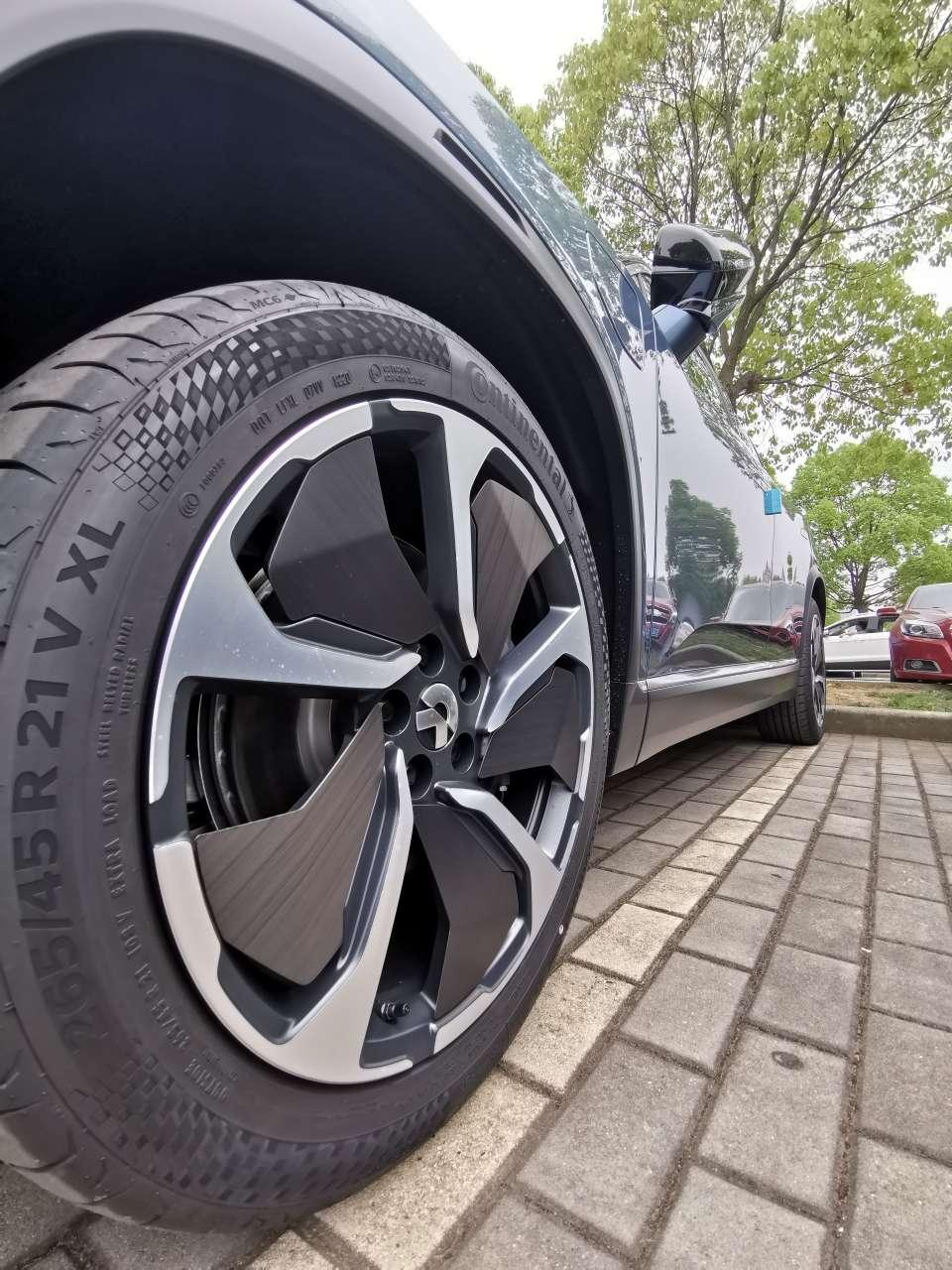 蔚来ES8的21寸碳纤维轮毂_蔚来ES8-口碑精选