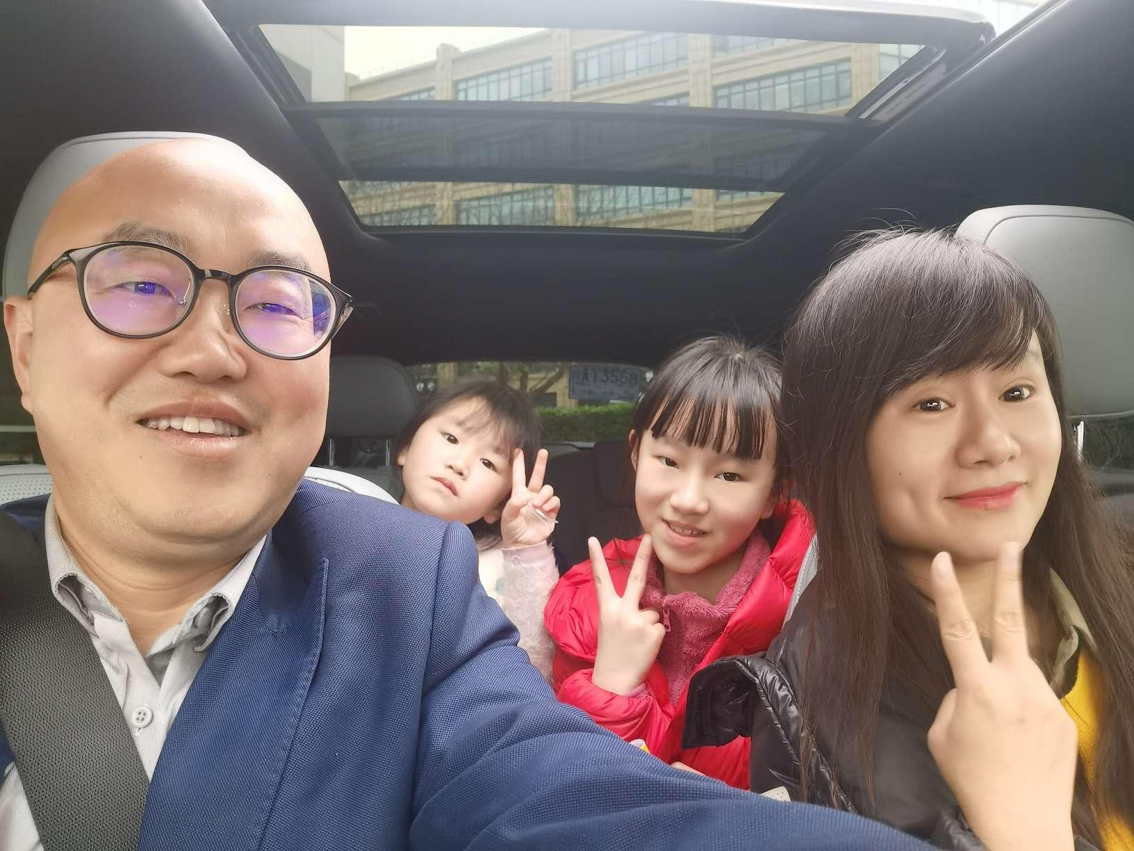 蔚来NOMI拍摄的全家福_蔚来ES8怎么样-口碑精选