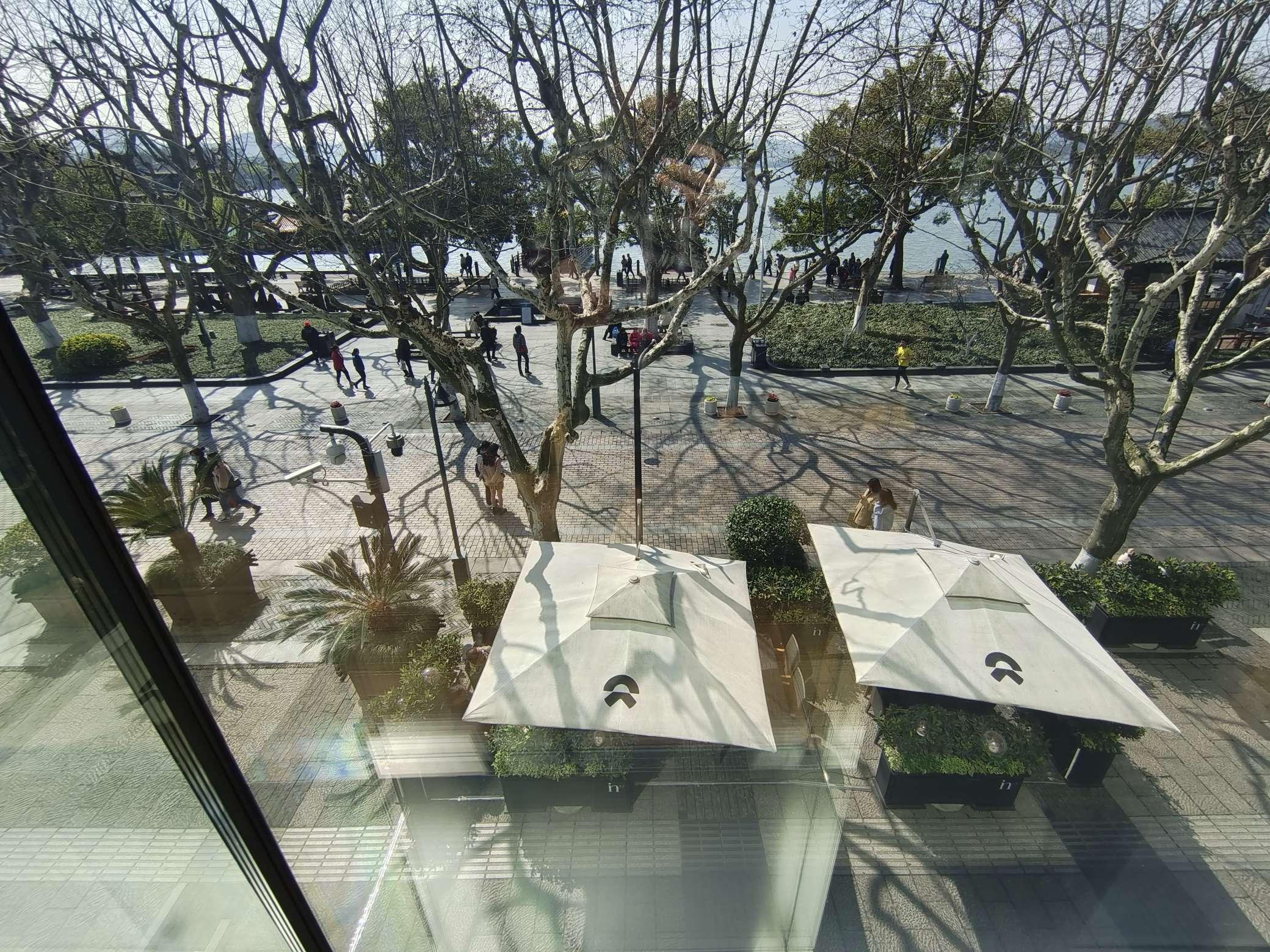 西湖蔚来中心窗外风景_蔚来ES6怎么样-口碑精选